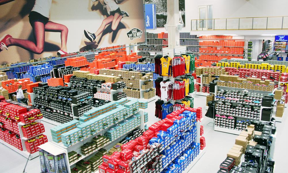 new arrival fabf1 4181b De flesta skomodeller finns tillgängliga ute på butiksgolvet istället för  på lagret.