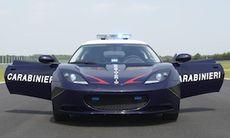 Italienska polisen jagar banditer i Lotus