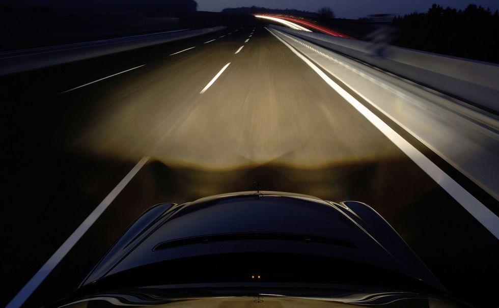 Mercedes var tidigt ute med xenonstrålkastare. Nu är det istället högsta mode med led-lampor, en teknik som på lite längre sikt kommer ta över xenonljusens roll.
