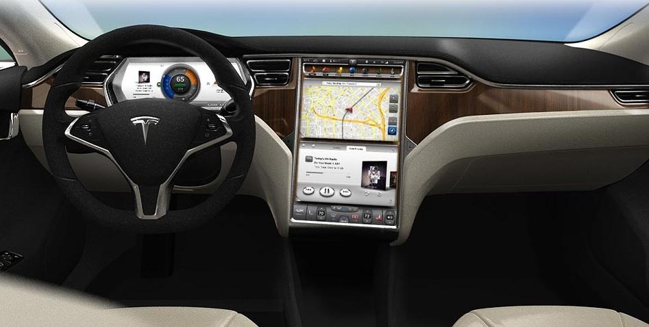 Interiören består enligt Tesla av högkvalitativa material och mycket ny teknik. Instrumenten projiceras på en skärm framför föraren, och infotainmentsystemet sköts av den stora pekskärmen – lika stor som två surfplattor.