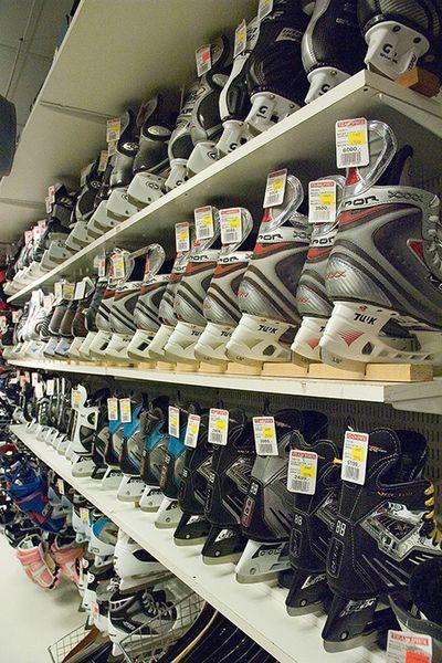 big sale ed071 1d907 Rad efter rad med skridskor finns för direkt leverans i butiken.