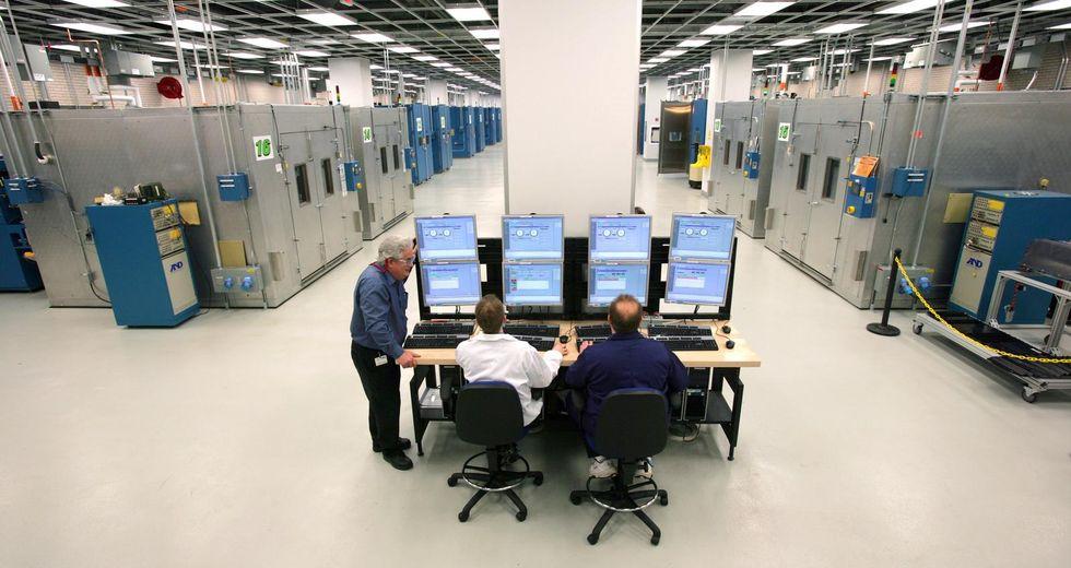 General Motors Battery Systems Lab är över 3.000 kvadratmeter stort och invigdes 2009. Här testas batterierna till framtidens helt eller delvis eldrivna bilar. Arkivfoto: GM.