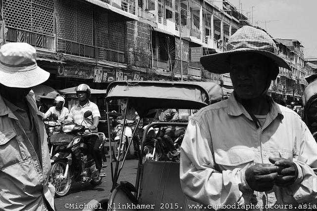 Roda khmererna uteblev fran mote