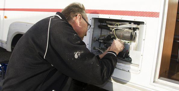 laga kylskåp husvagn