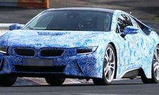 Spion: BMW i8 laddar fullt på Nürburgring