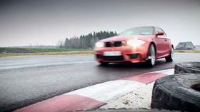 PROVKÖRDA: BMW 1 M mot Audi RS3