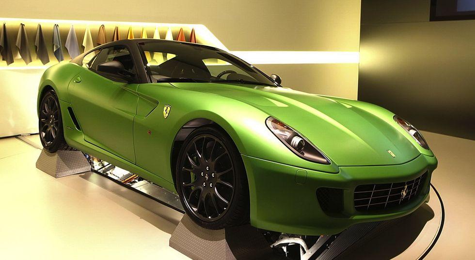 Konceptet 599 HY-KERS gav en första bild av hur systemet kan fungera. Målet med kers-systemet i framtidens Ferrarimodeller är att öka effekten med 100 hästar och minska förbrukningen med 35 procent, tack vare en lätt elmotor och dubbelkopplingslåda.