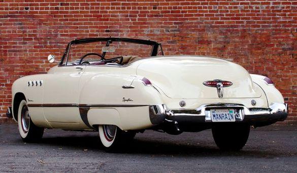 En av de två Buick Roadmaster 1949 som användes i filmen Rainman. Notera den personliga nummerskylten.
