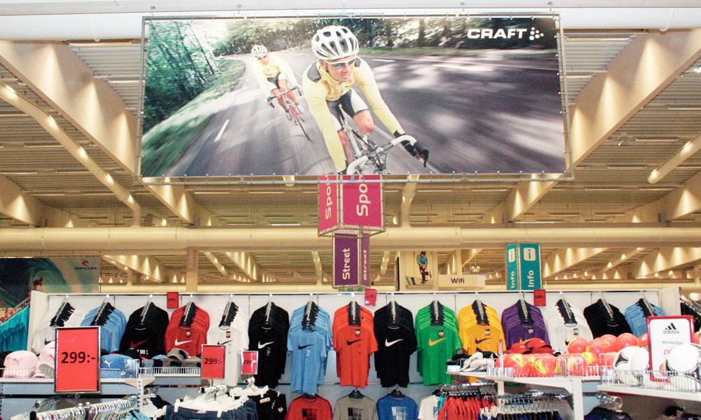 official photos 6483b 1ca44 Varumärkena hjälper till att skapa stämning av sport i butiken.